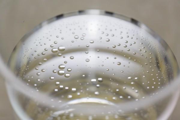 油と水を混合